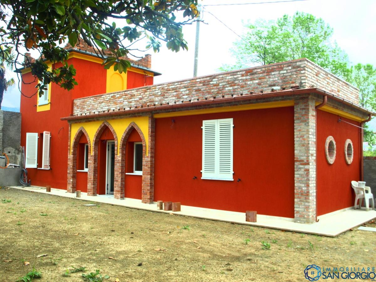 Villa singola in Vendita Sarzana
