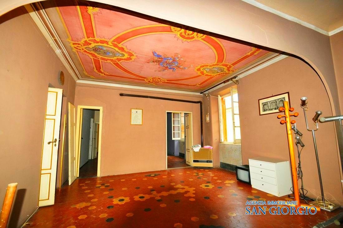 Vendita appartamenti lerici lerici in palazzo storico for Appartamenti lerici